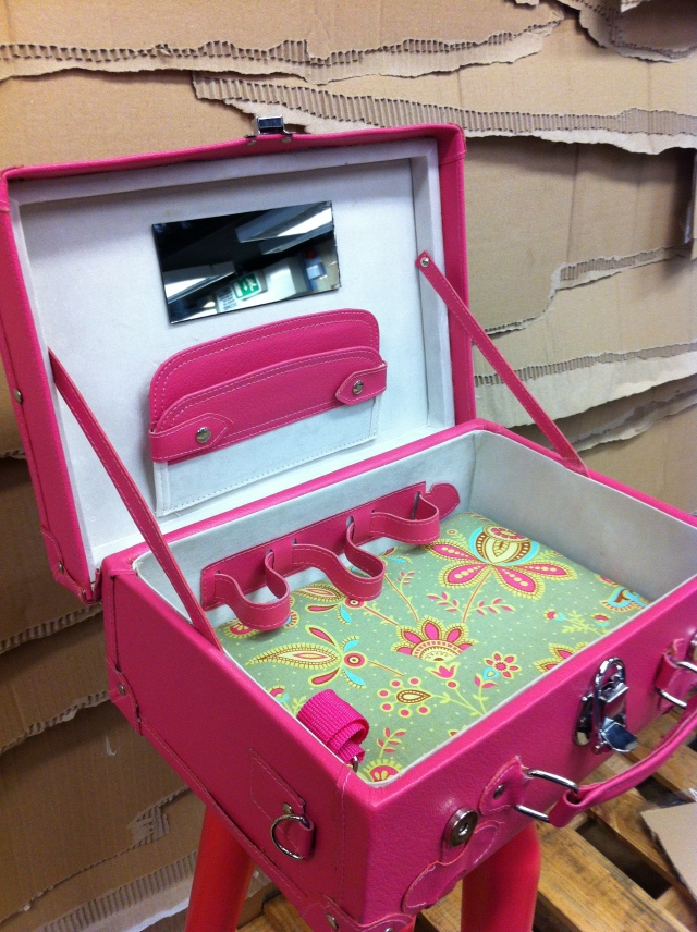 Suitcase Table Petit Miracle Style ;)